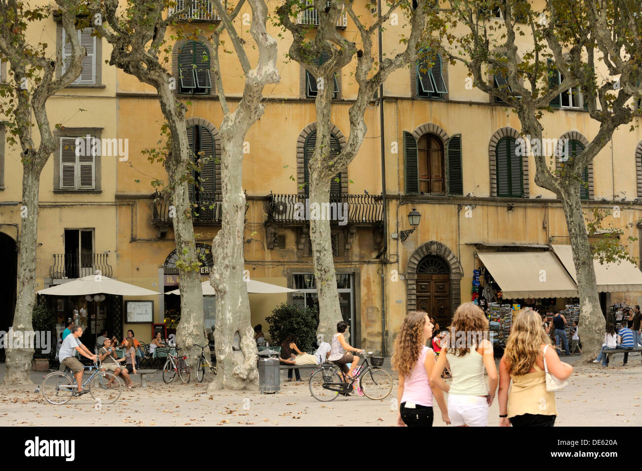 Lucca, Tuscany, Italy. Cafes bars restaurants apartments houses shops in the Piazza Napoleone in the old town centre of Lucca - Stock Image