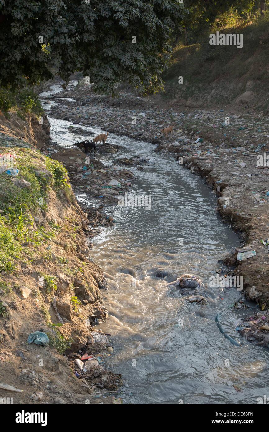India, Uttar Pradesh, Agra, pollution in stream that flows into Yamuna river at Taj Mahal - Stock Image
