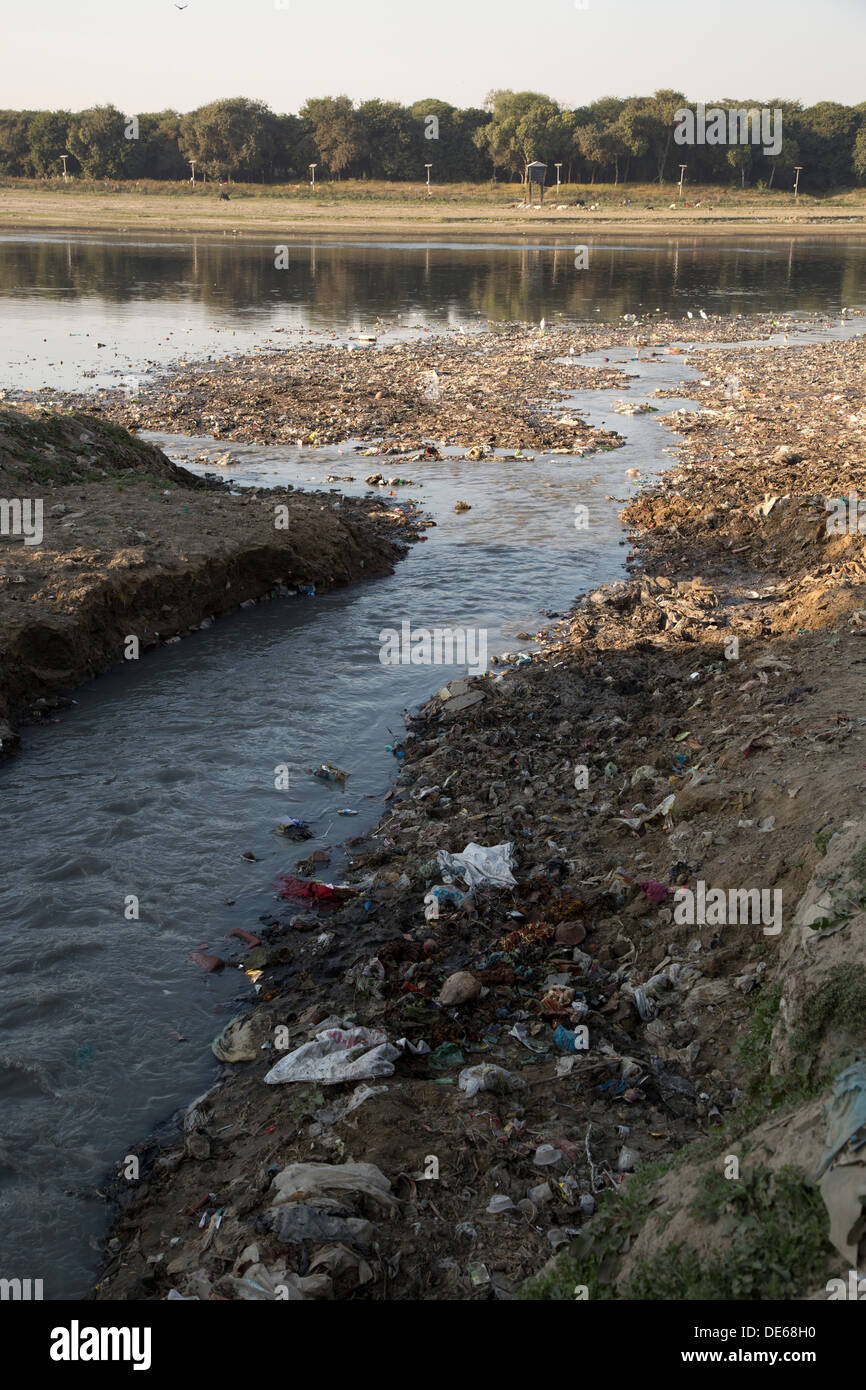 India, Uttar Pradesh, Agra, pollution in stream that flows into Yamuna river at Taj Mahal Stock Photo