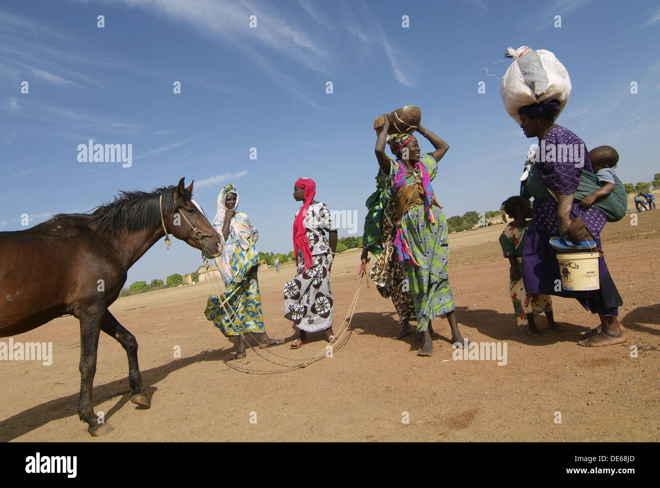 People waiting the ferryboat, Djenne, Mali Stock Photo