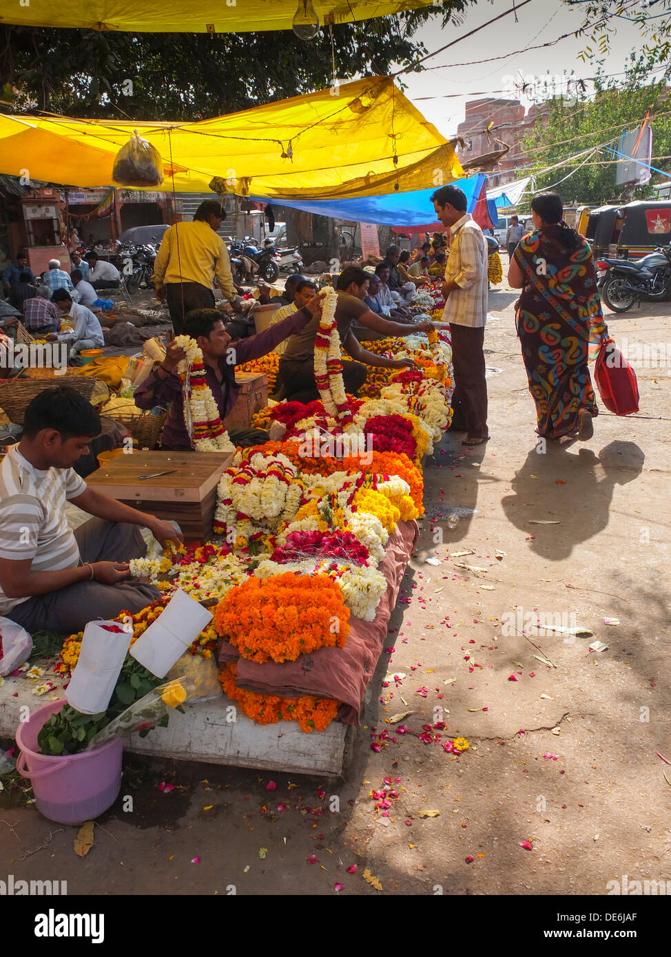 India, Rajasthan, Jaipur, flower stalls selling marigold garlands - Stock Image