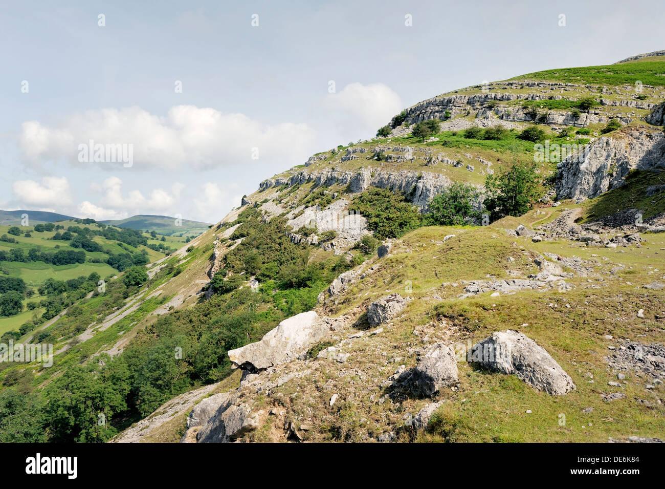 Lllangollen Denbighshire, north Wales. N.W. along Creigiau Eglwyseg Trevor Rocks limestone escarpment above Afon Eglwyseg valley - Stock Image