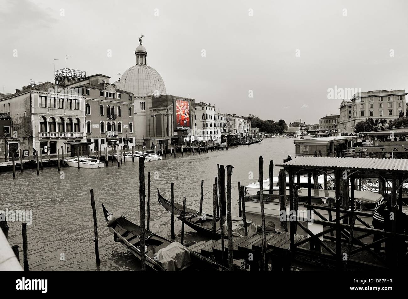 Affiche Noir Et Blanc Avec Couleur view of the grand canal and the fondamenta san simeon