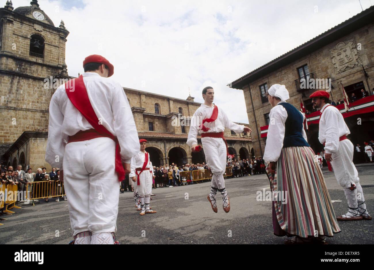 ´Aurresku´ Basque folk dance of courtship, Legazpi. Guipuzcoa, Euskadi, Spain - Stock Image