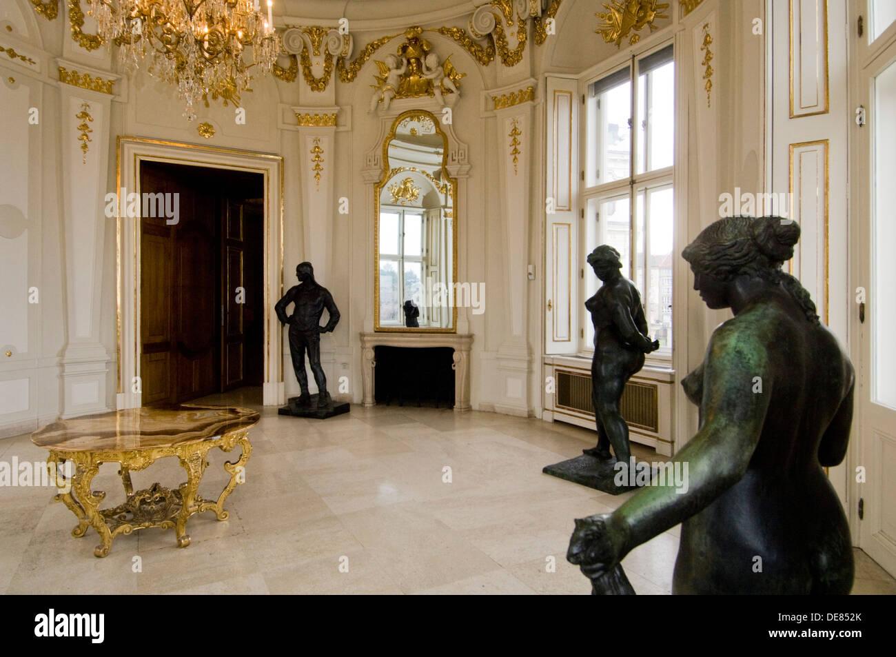 Österreich, Wien 3, Schloss Belvedere, Oberes Belvedere, barocker Austellungsraum mit Kunstwerken - Stock Image