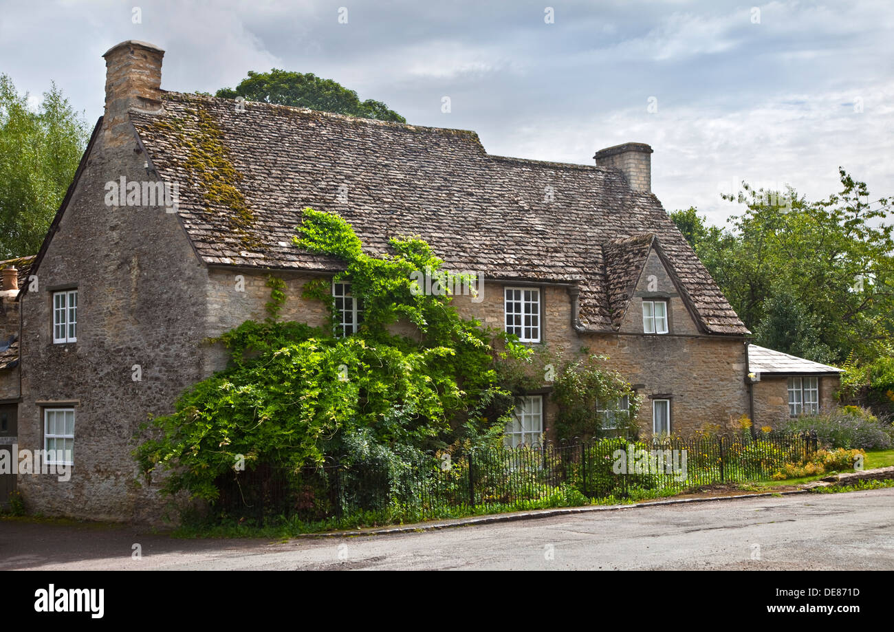 Cottage in Shilton, Oxfordshire, England - Stock Image