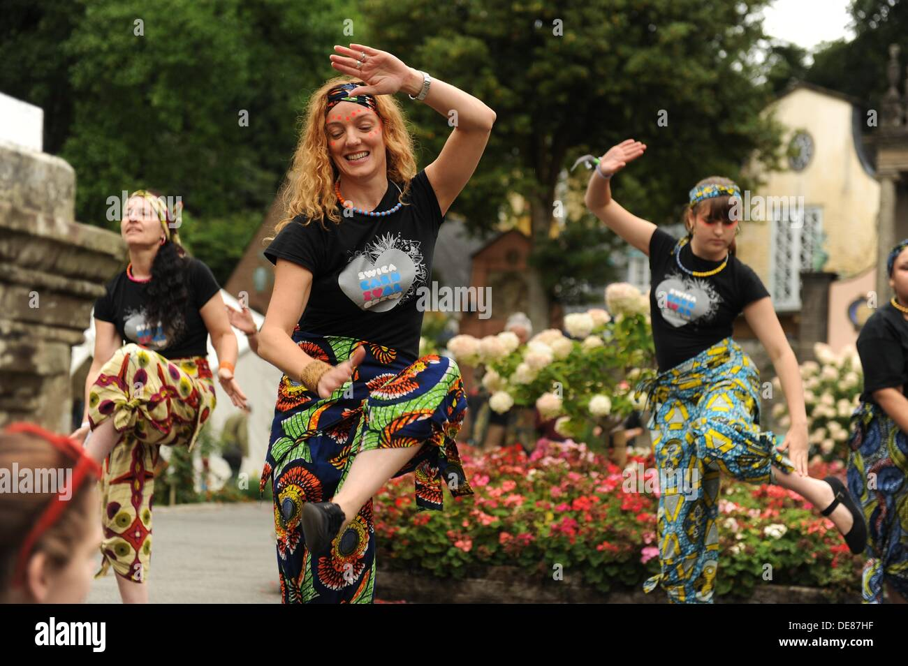Portmeirion, Snowdonia, North Wales, UK. 13th Sep, 2013. Dancers from SWICCCA cardiff performing at the second Festival Stock Photo