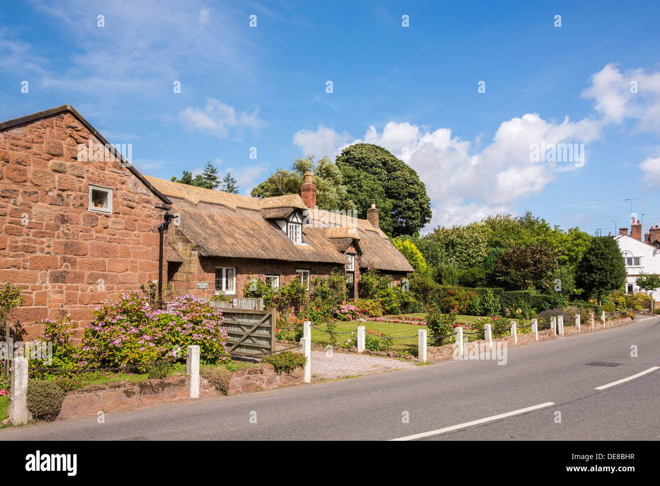 Burton a village on the Wirral Peninsula. Thatched cottage. House name is Bishop Wilson's Cottage. - Stock Image