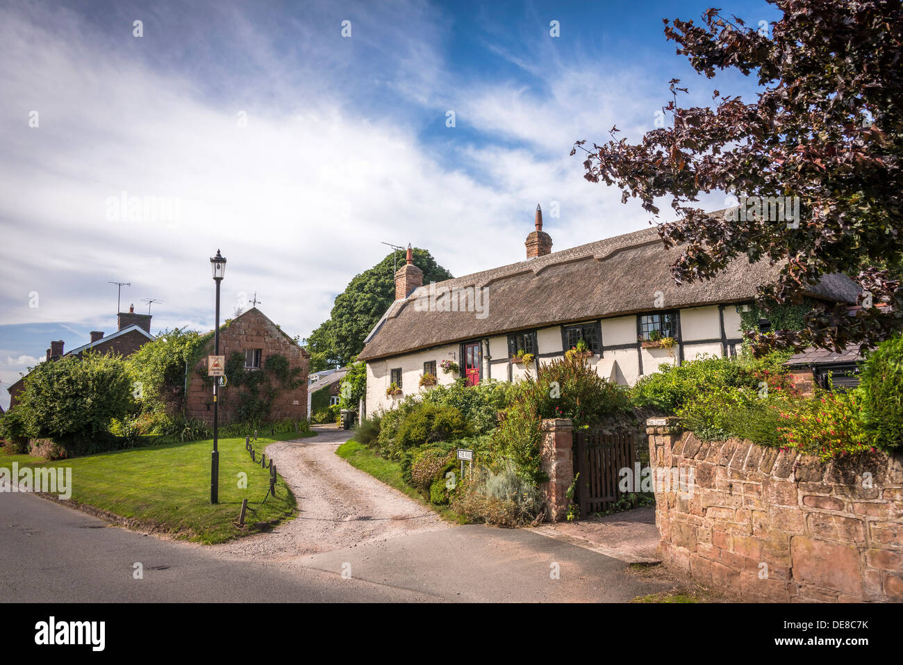Burton a village on the Wirral Peninsula. Thatched cottage. - Stock Image