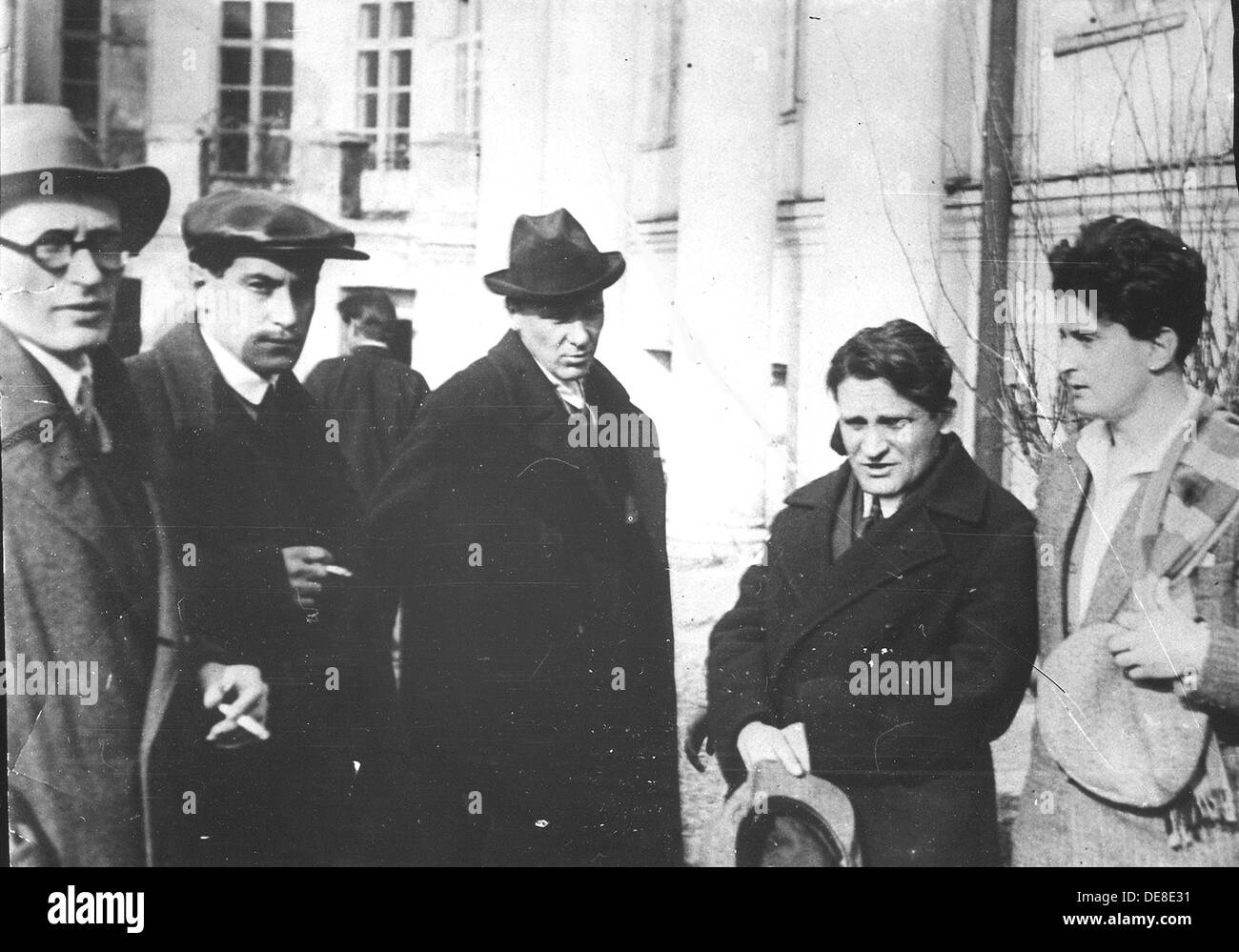 Michail Fainsilberg, Valentin Kataev, Mikhail Bulgakov, Yury Olesha and Iosif Utkin at the Funeral of Vladimir Mayakovsky. Artis - Stock Image