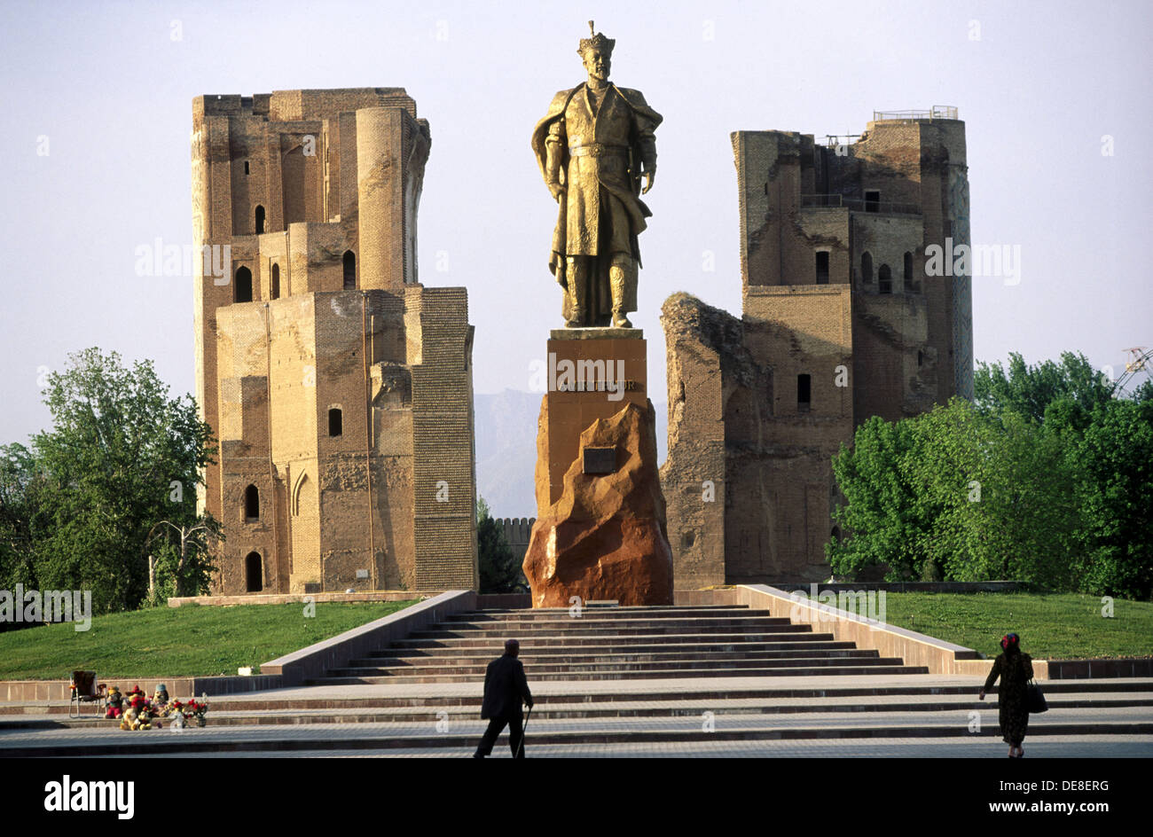 Statue of Amir Timur (Tamerlane), Turkic conqueror, and Ak-Saray Palace. Shakrisabz. Uzbekistan - Stock Image
