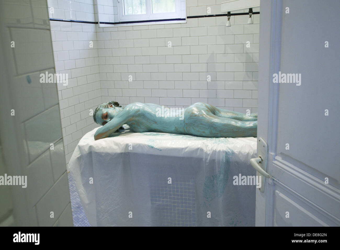 Colour energy, turquoise wrap body treatment in spa, Lierganes. Pas-Miera, Cantabria, Spain - Stock Image
