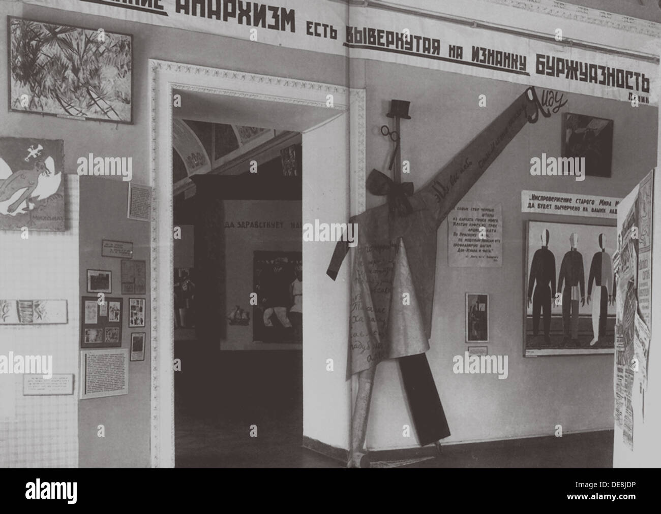 Interior of the Exhibition Art from the Age of Imperialism in the State Russian Museum in Leningrad. Artist: Anonymous - Stock Image