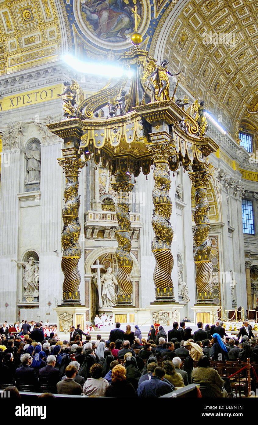 St. Peter´s Baldachin by Gian Lorenzo Bernini, Good Friday mass in St. Peter´s basilica. Vatican City, Rome. Italy - Stock Image