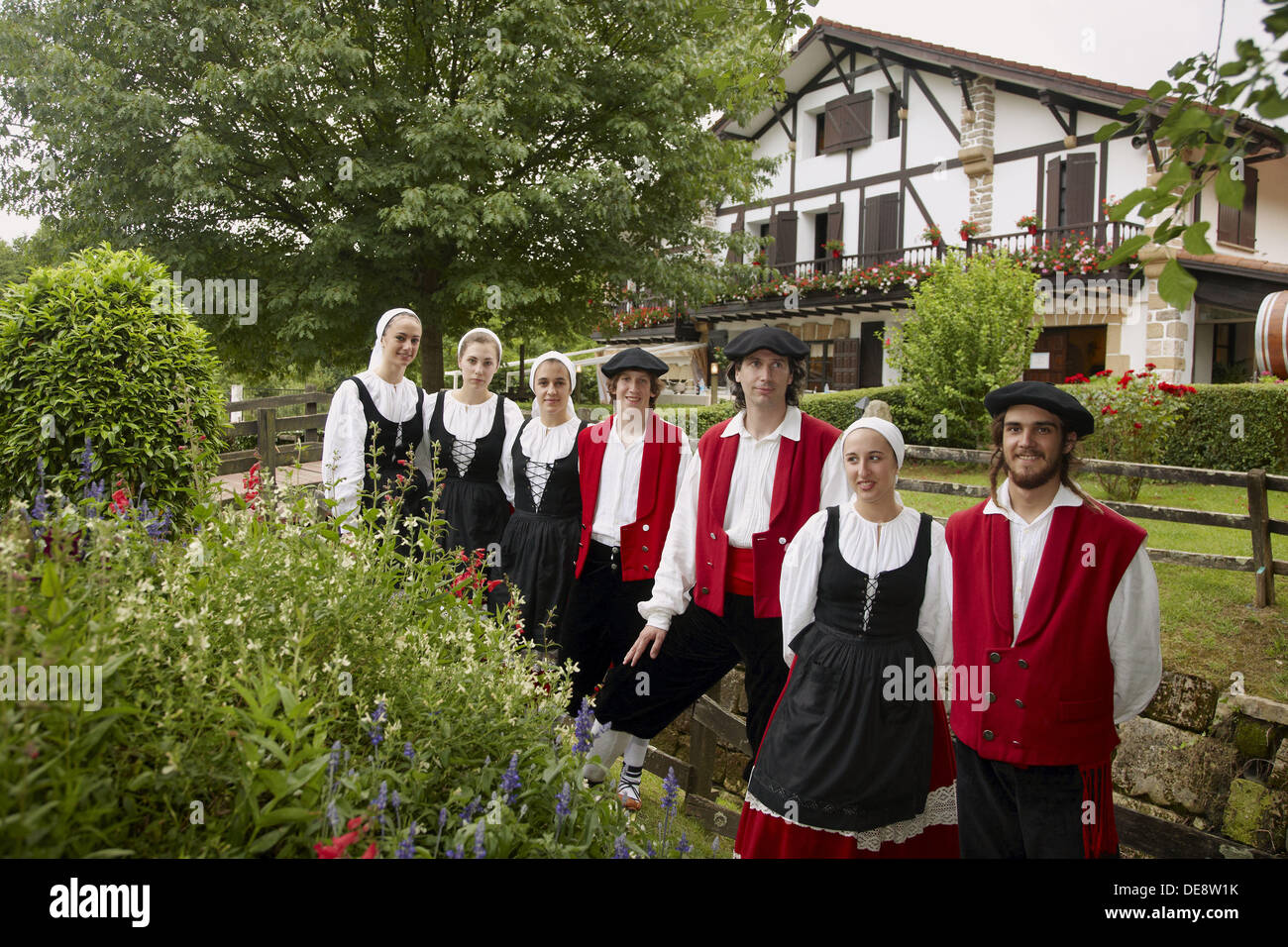 Folk dance group and ´caserío´ typical country house, Beko Errota restaurant, Hondarribia. Guipuzcoa, Basque Country, Spain - Stock Image