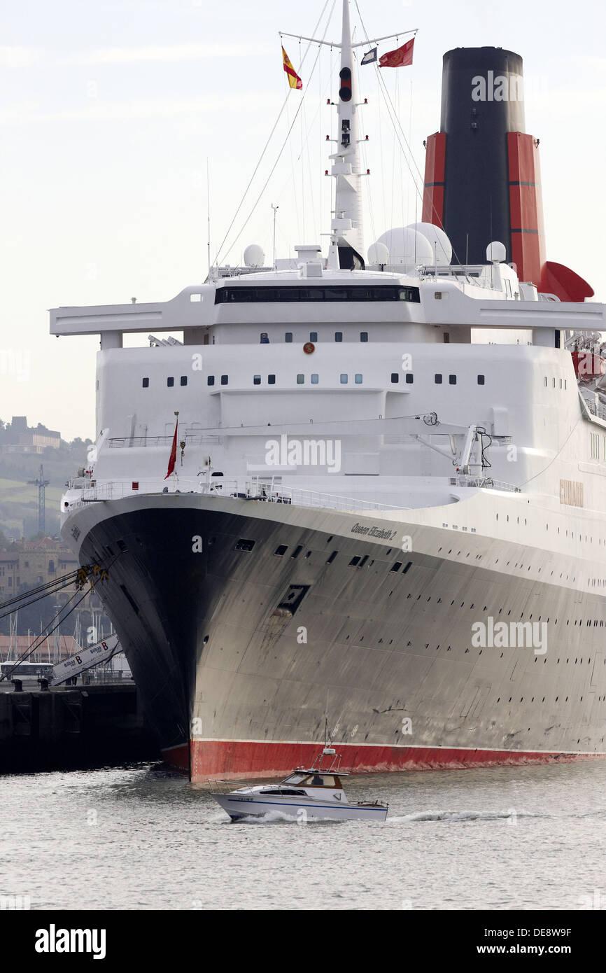 Cruise liner Queen Elizabeth 2. Port of Bilbao, Biscay, Basque Country, Spain - Stock Image