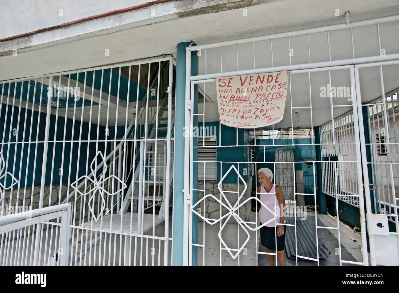 Santiago de Cuba, Cuba, sign for the legitimate private sale of houses / apartments - Stock Image