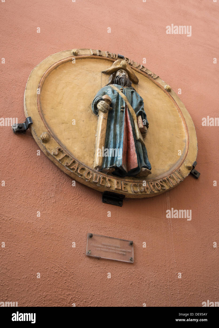 A plaque of St James the pilgrim in niche above shop on the GR65 the Way of St James in Le Puy-en-Velay, France - Stock Image