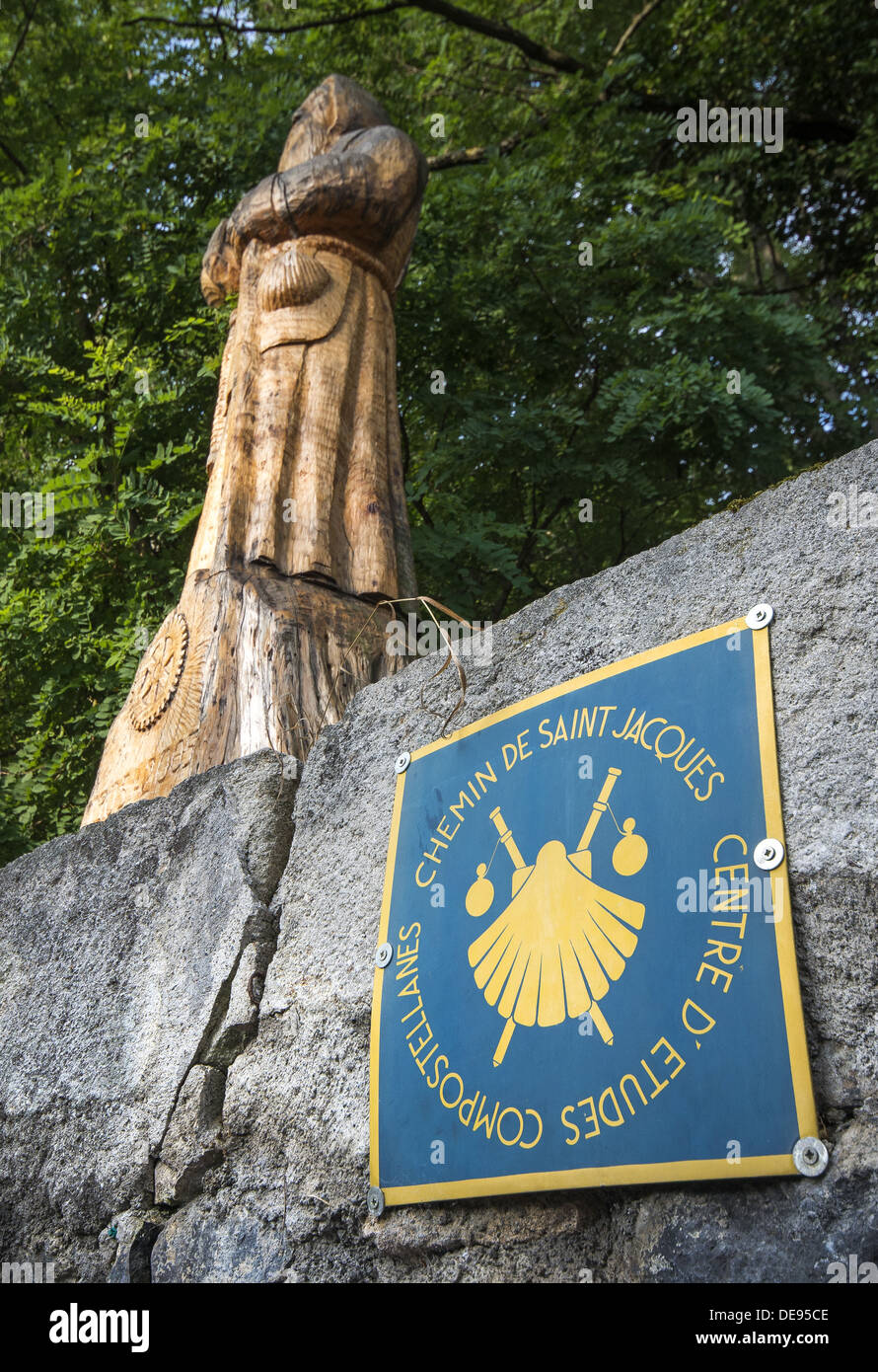 Large wooden statue of St James and waymarker walking out of Le Puy-en-Velay on the GR65 the way of St James in France - Stock Image