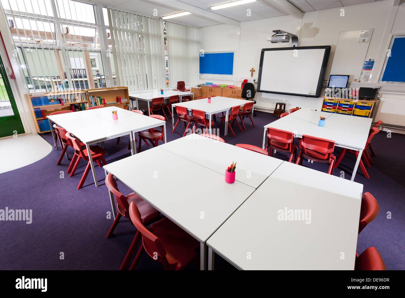 unoccupied infant school classroom - Stock Image