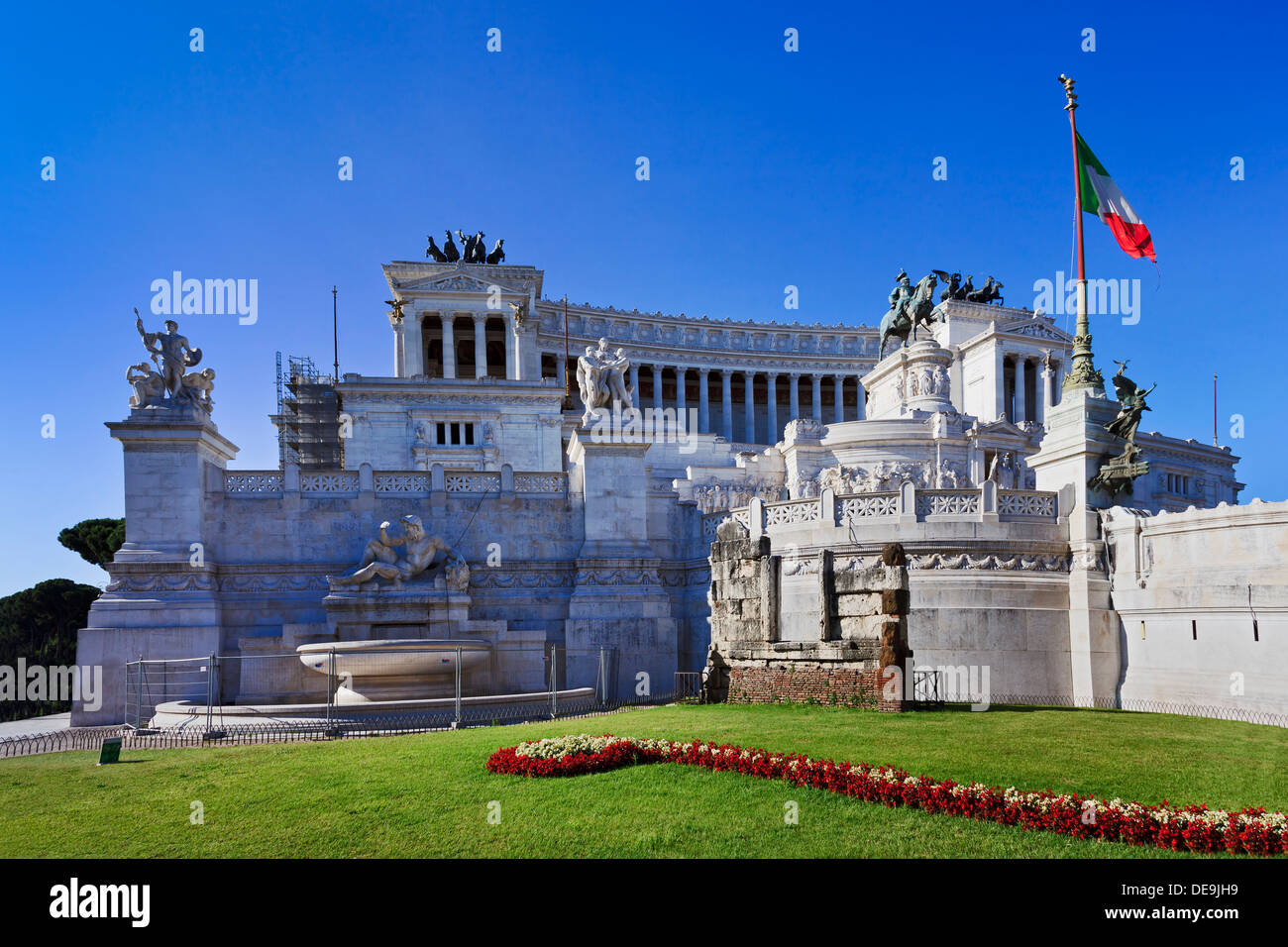 Italy Rome capital of italian nation altar of fatherland landmark monument day time blue sky marble palace with colonnade and st - Stock Image