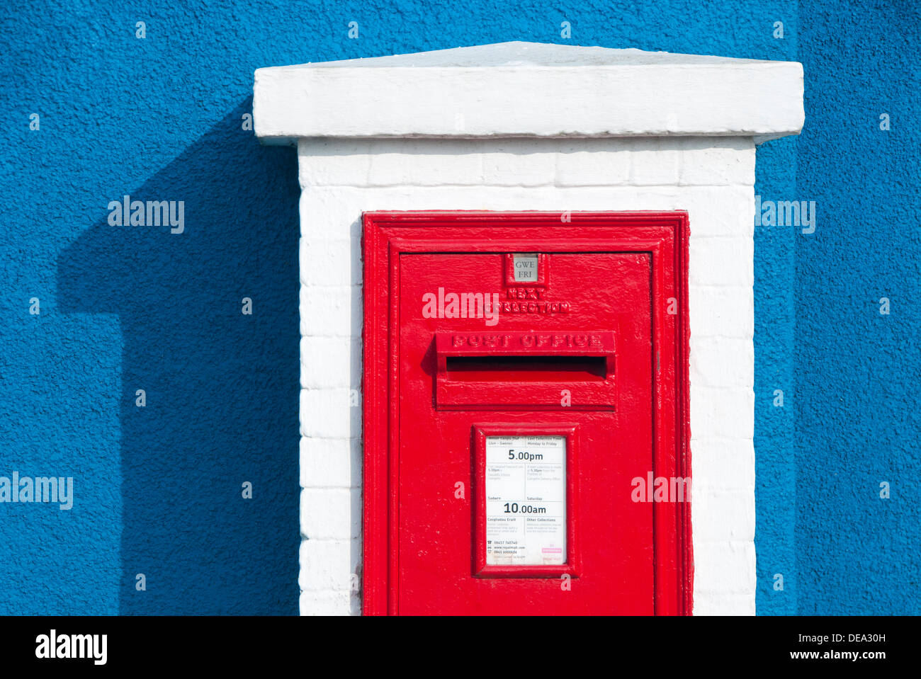 Colourful Welsh Post Box in Moelfre, Anglesey, North Wales, UK - Stock Image