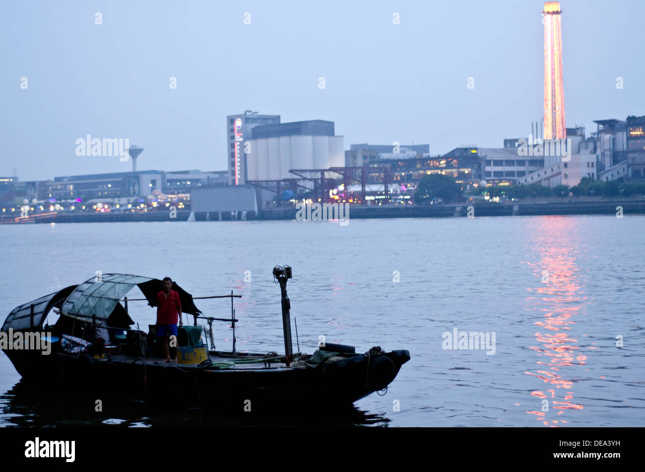 Boat on the Pearl river Guangzhou - Stock Image