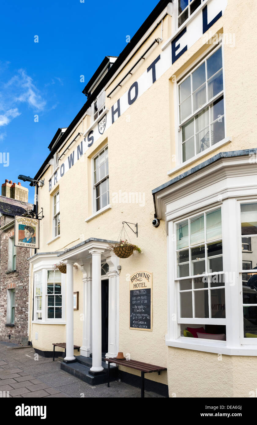 Brown's Hotel, a favourite haunt of the poet Dylan Thomas, King Street, Laugharne, Carmarthenshire, Wales, UK - Stock Image