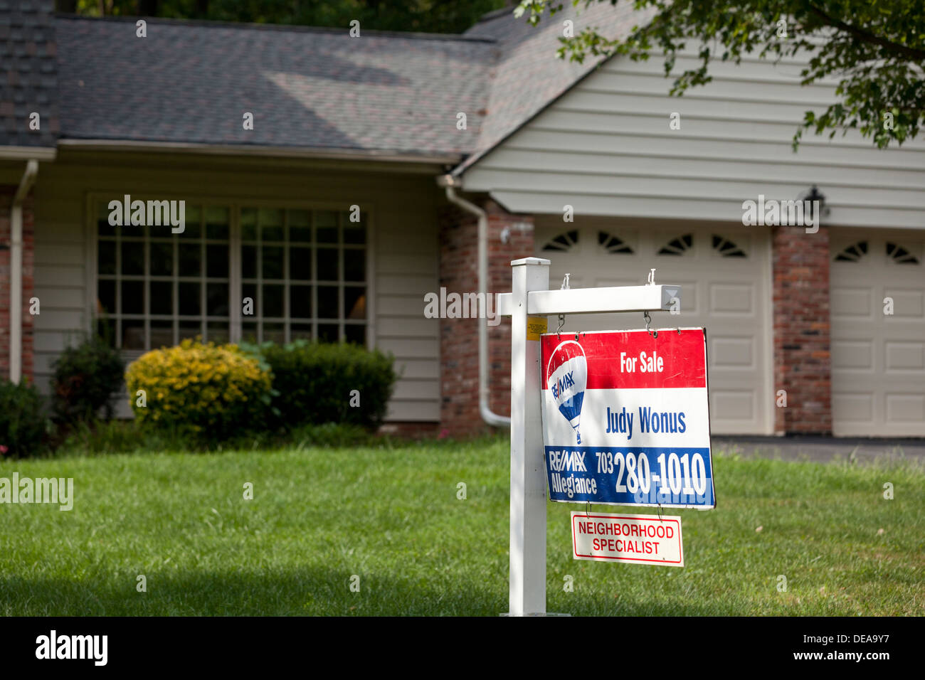 Remax for sale sign on single family home - USA - Stock Image