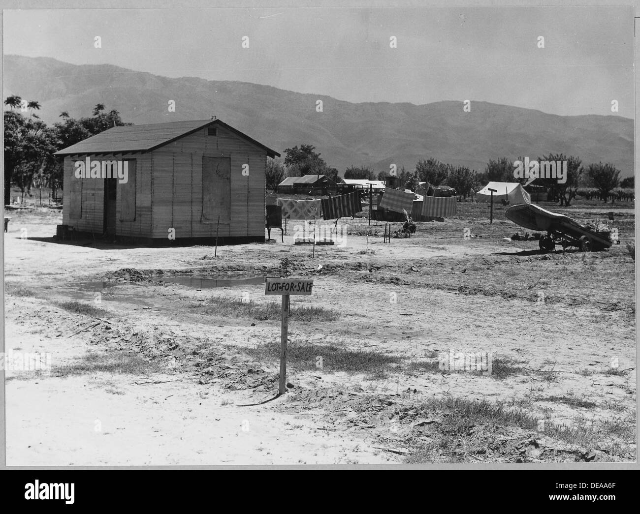 Arvin, Kern County, California. A newly-built house in one of four rapidly growing shacktown communi . . . 521649 - Stock Image