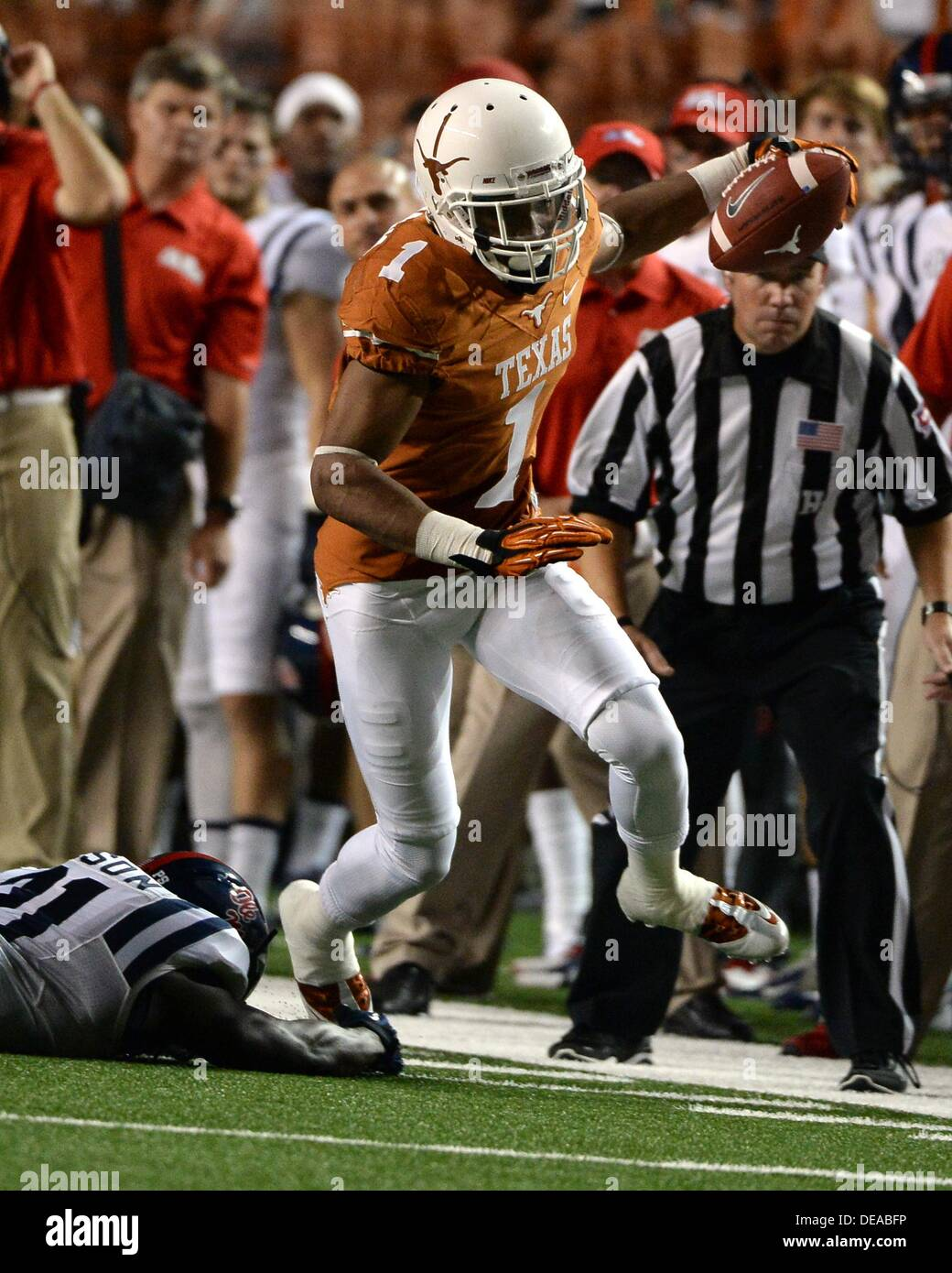 Sept 14 2013 Mike Davis 1 Of The Texas Longhorns In Action Vs
