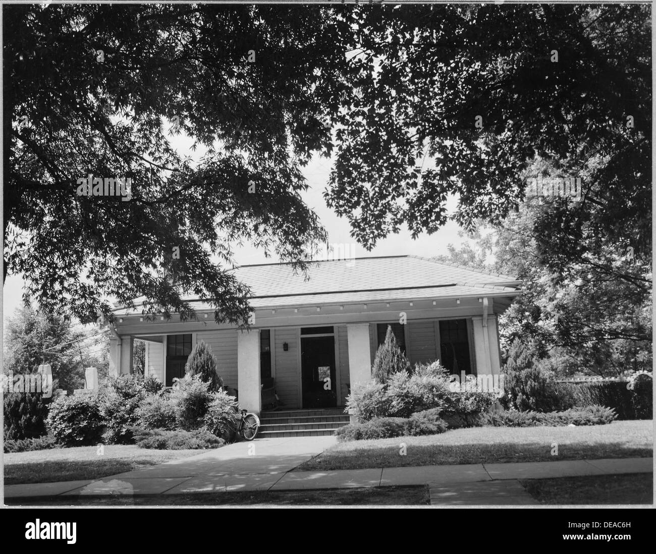 Coosa Valley, Alabama. Rents on small houses such as this in Talladega have doubled and trebled. 5599 - Stock Image