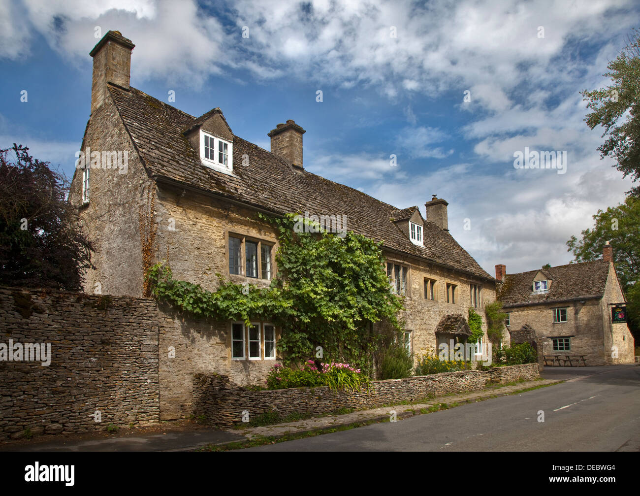 Cottages in Shilton, Oxfordshire, England - Stock Image