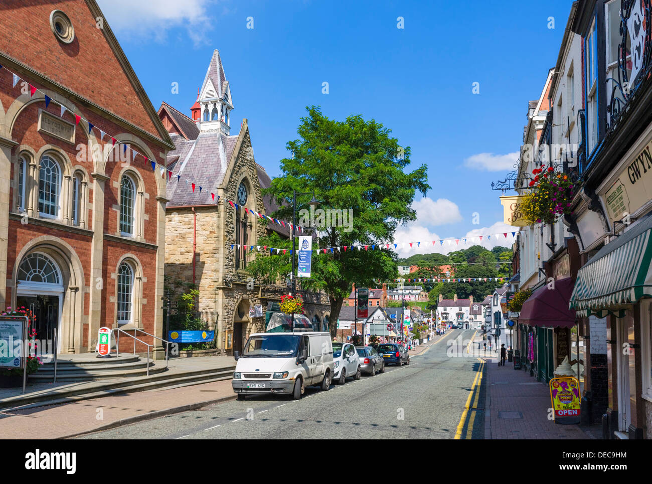 Castle street in the centre of the town of Llangollen, Denbighshire, Wales, UK Stock Photo