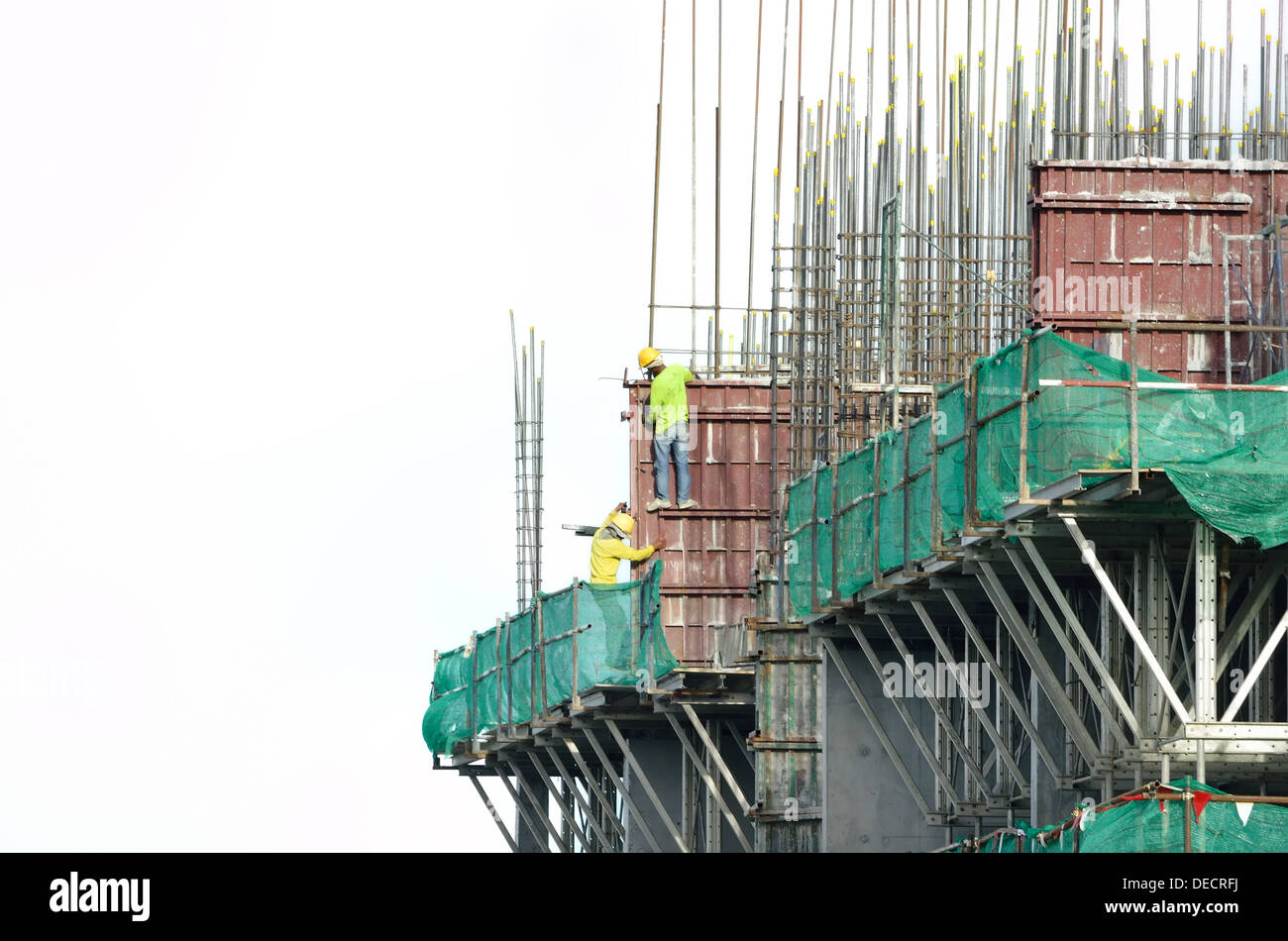 construction workers on scaffolding - Stock Image