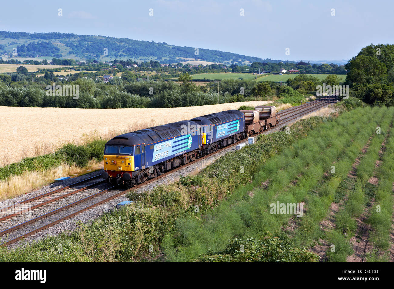 57007 & 57011 head pass Defford with 6M67 Bridgewater - Crewe Nuclear Flask on 17/07/13. - Stock Image