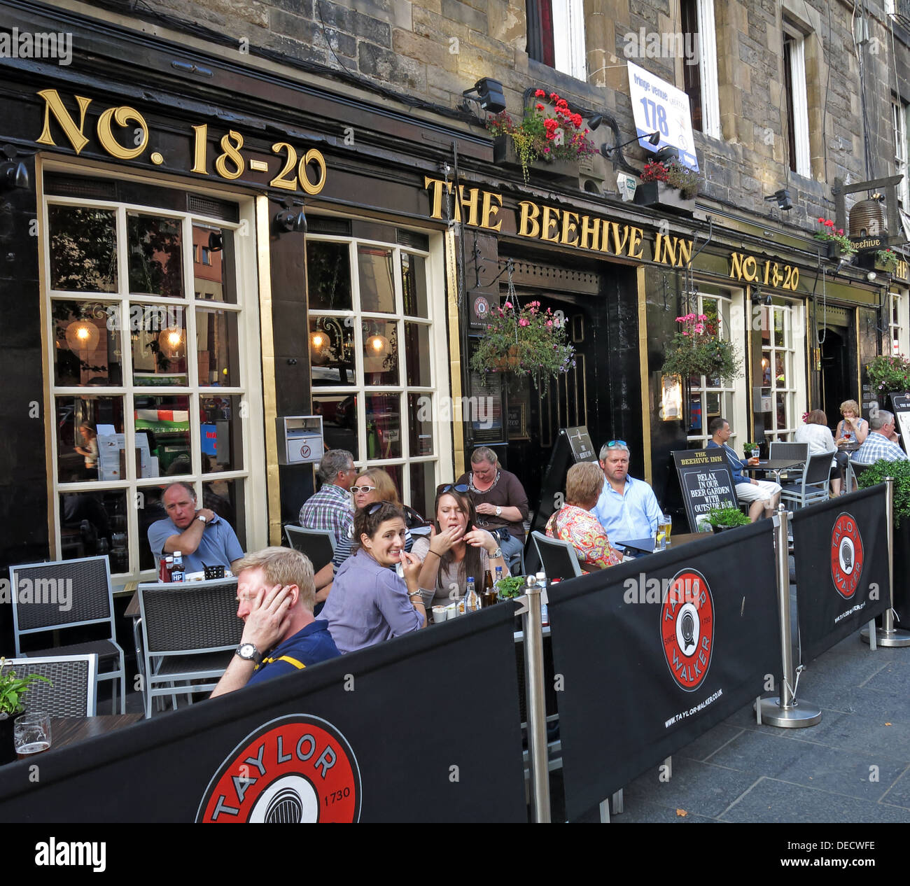Taylor Walker No 18-20 Grassmarket Beehive Inn,Edinburgh,Scotland,UK - Stock Image
