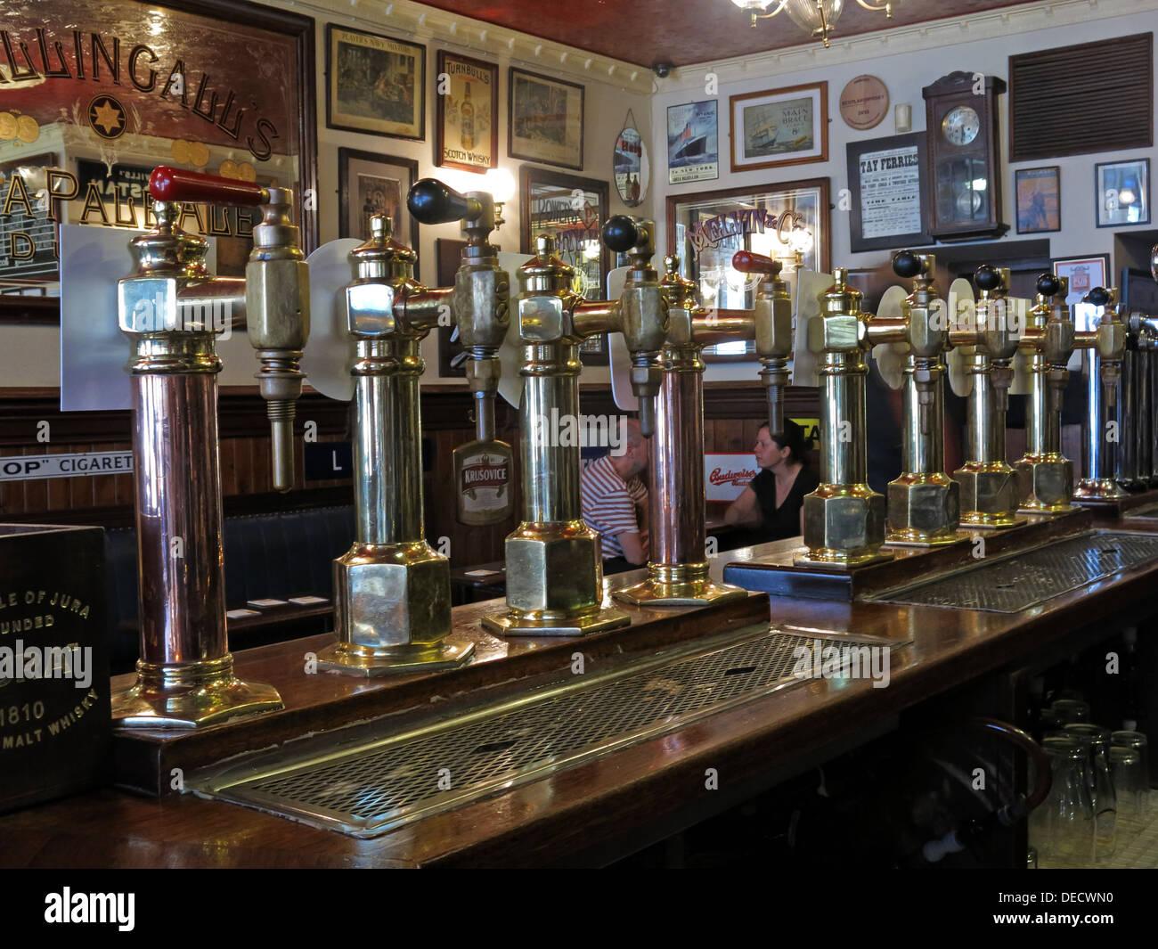 Traditional Ale pumps at the Bow Bar, Victoria Street, Edinburgh, Scotland, UK - Stock Image