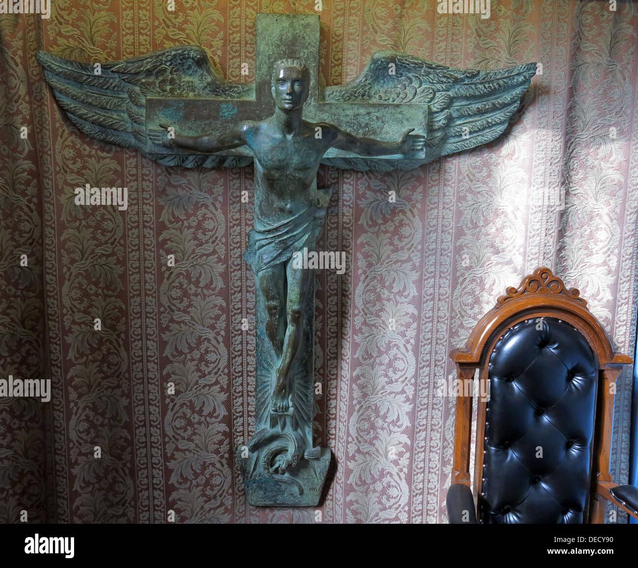 Bronze Crucifix Art inside the Canongate Kirk, Edinburgh Old Town,153 Canongate, Edinburgh, Midlothian EH8 8BN Stock Photo