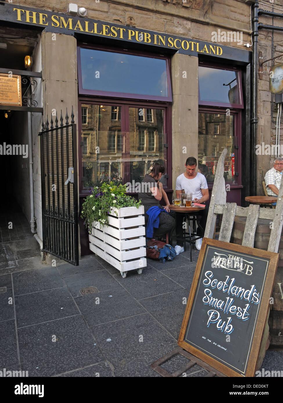 The Smallest Pub in Scotland, Grassmarket, Edinburgh, Scotland, UK - Stock Image