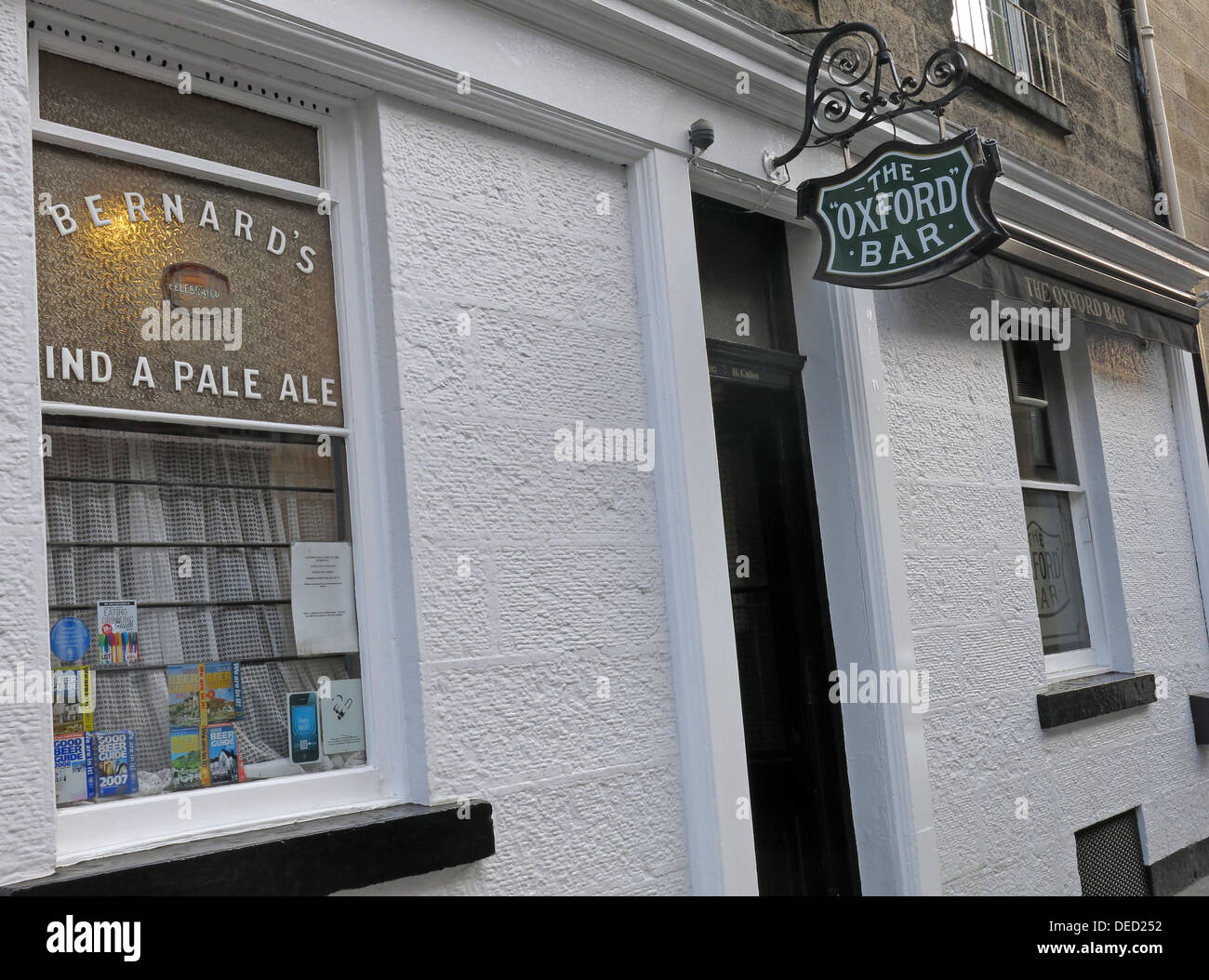 Oxford Bar Exterior A Public house situated on Young Street, in the New Town of Edinburgh, Scotland. Inspector Rebus's local - Stock Image