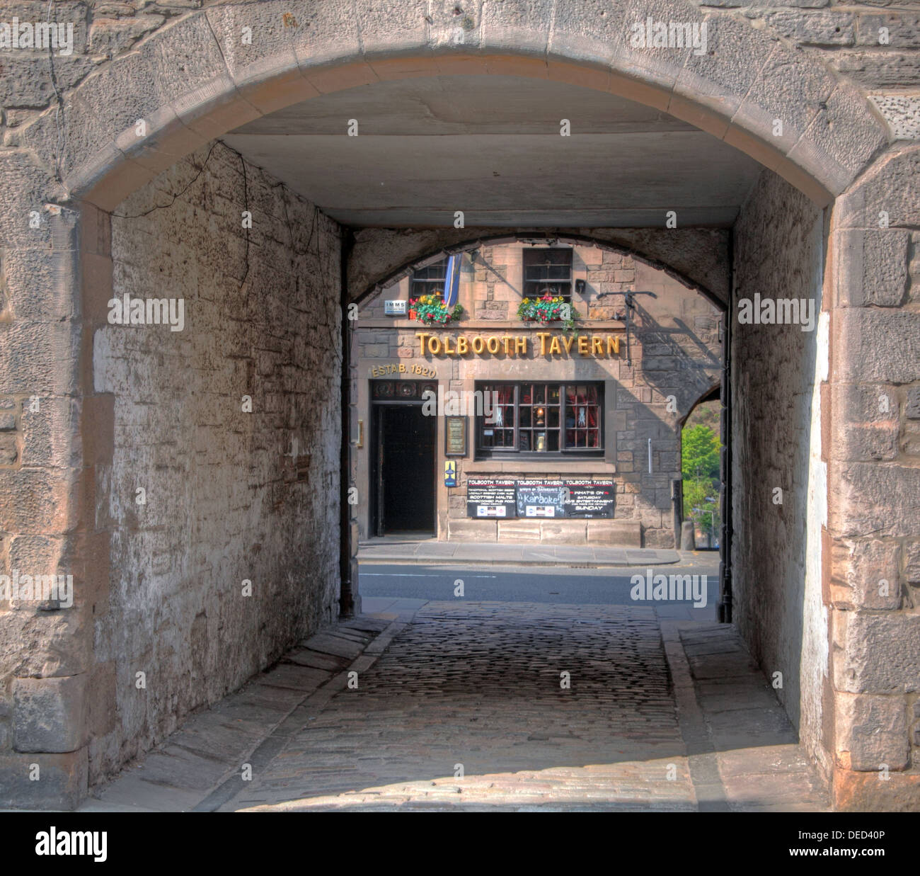 A hidden gem, Tollbooth Tavern seen through Sugarhouse close , Canongate, Royal Mile , High St , Edinburgh Scotland - Stock Image