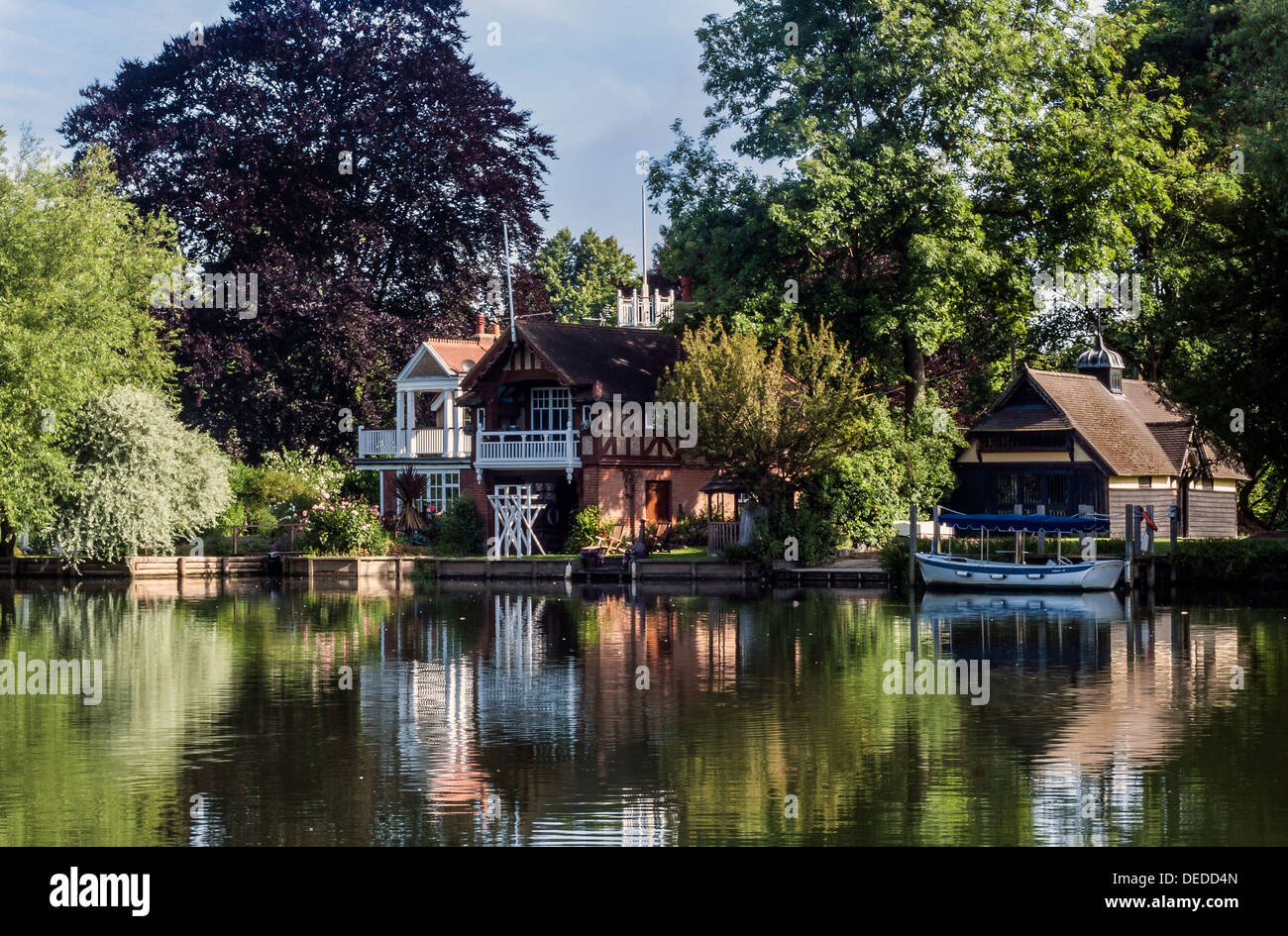Houses on the River Thames at Marlow Buckinghamshire. Stock Photo