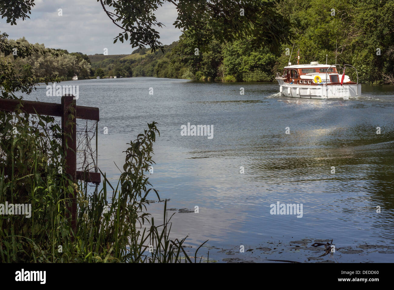 Boat on the River Thames at Pangbourne, Berkshire Stock Photo