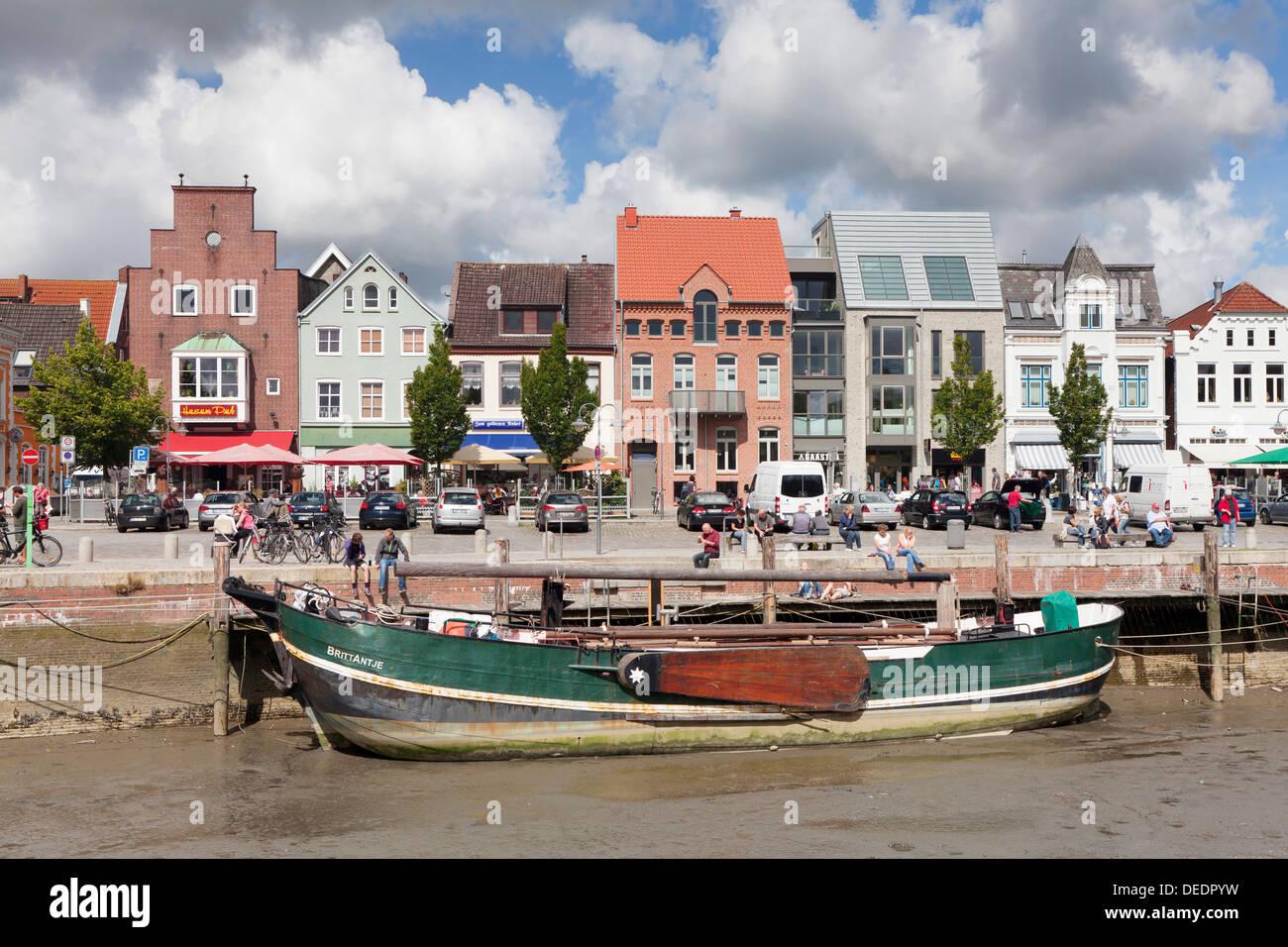 Ship at low tide, Husum, Nordfriesland, Schleswig Holstein, Germany, Europe - Stock Image