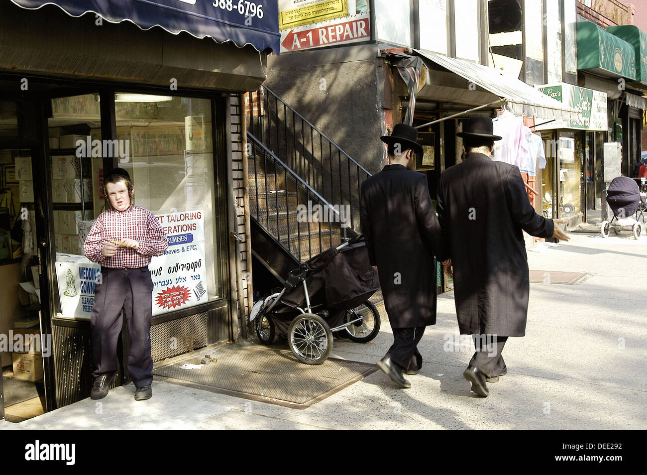 toano jewish single men Dating attractive people  dating and relationships why do ultra-orthodox jewish men avoid looking at women  ultra-orthodox jewish men believe that women are.