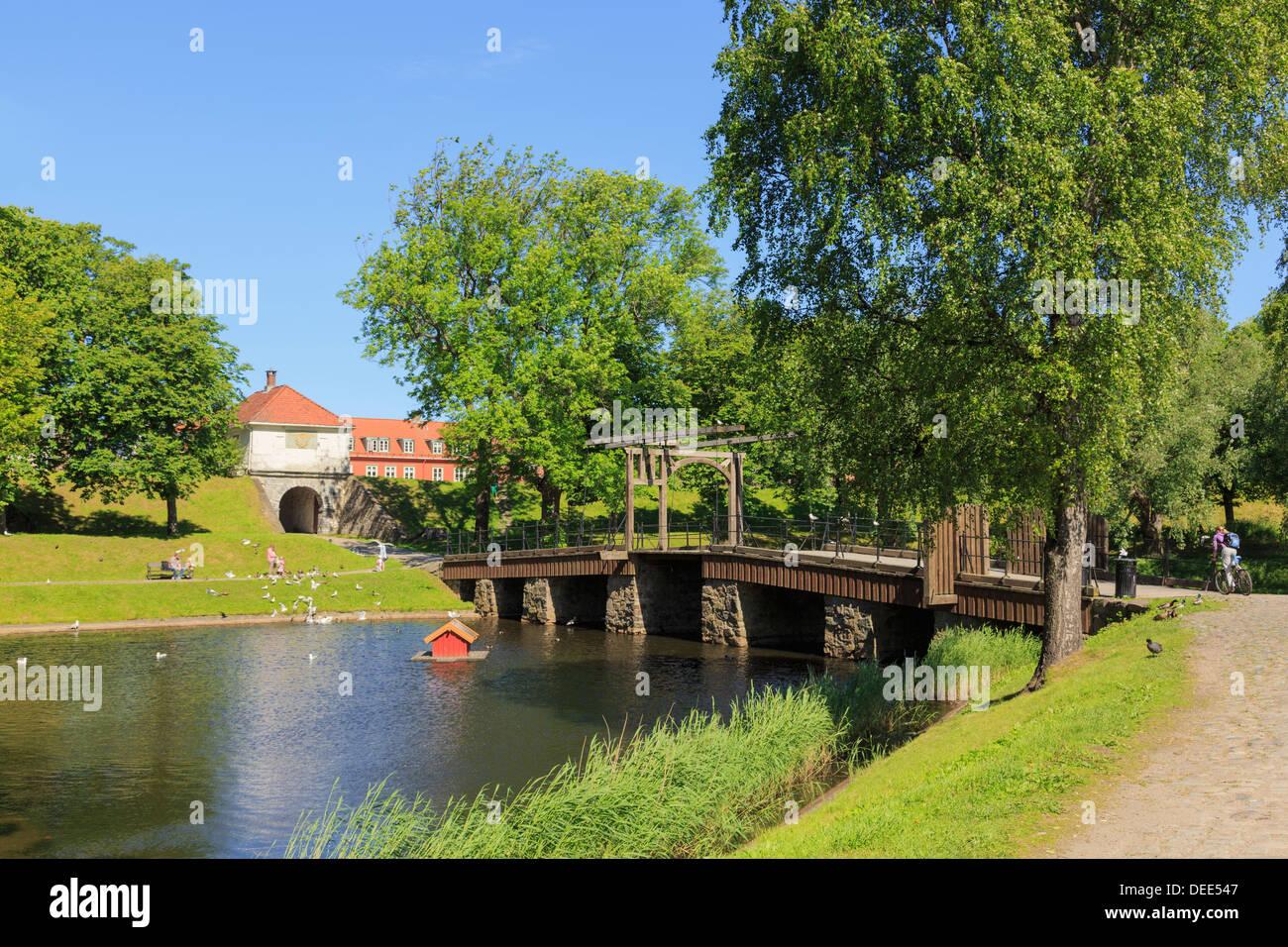 Old wooden drawbridge across moat at entrance to old fortified town of Gamlebyen, Fredrikstad, Ostfold, Norway, Scandinavia - Stock Image