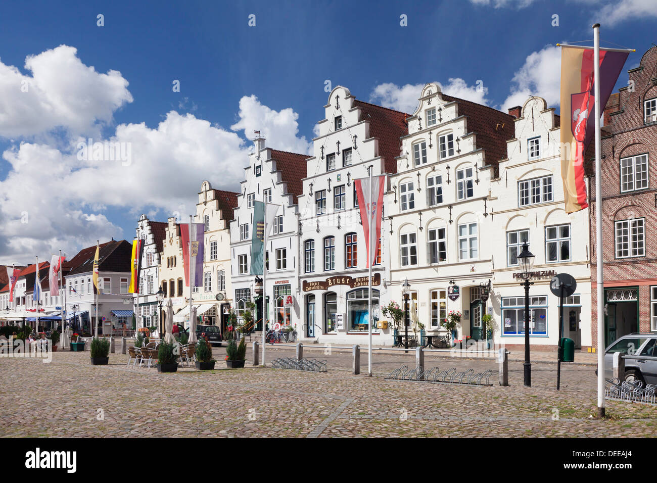 Market square with Dutch renaissance buildings, Friedrichstadt, Nordfriedland, Schleswig Holstein, Germany, Europe - Stock Image