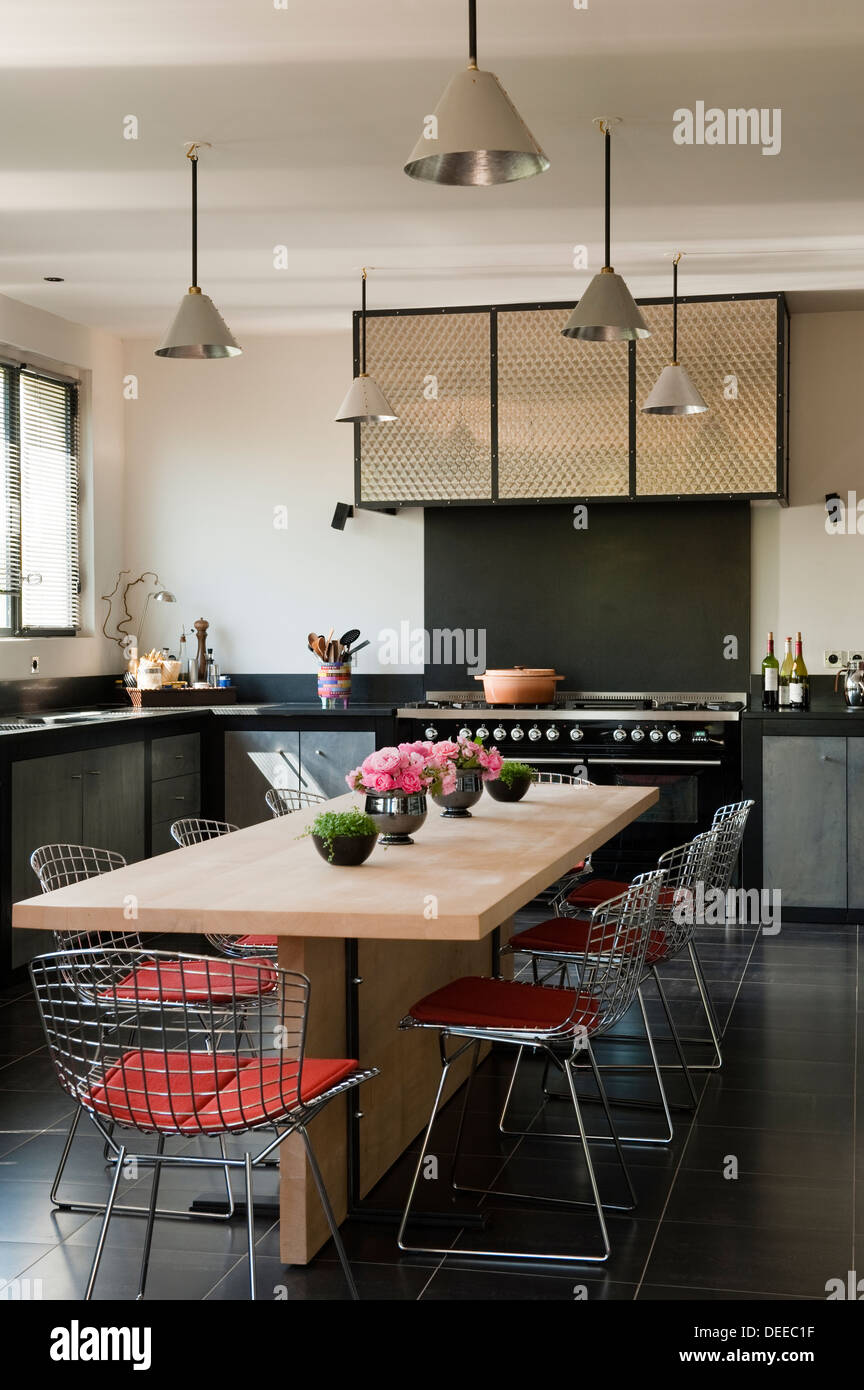 Kitchen and table in the home of Bruno and Dominique Lafourcade in Provence - Stock Image