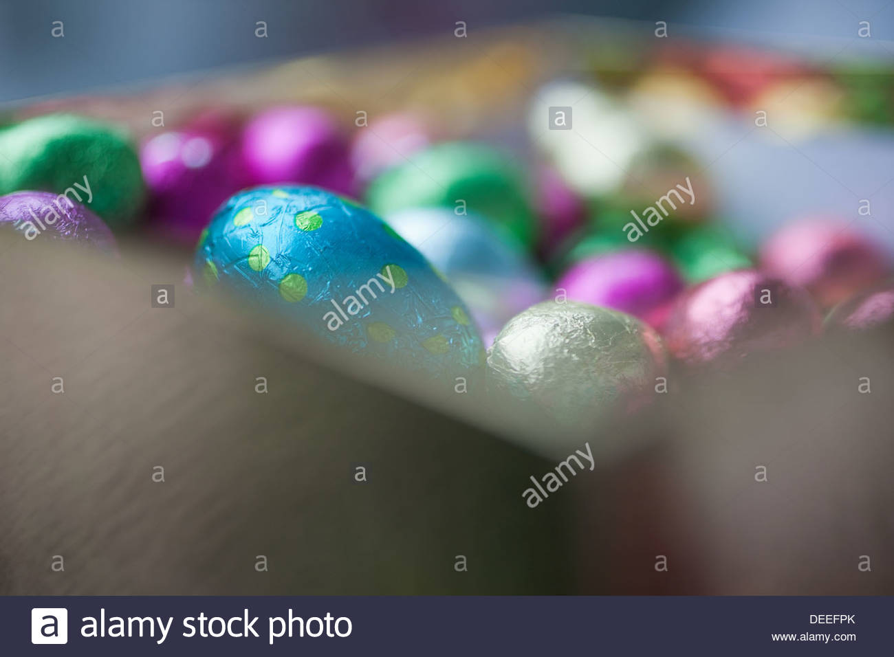 Foil-wrapped chocolate eggs - Stock Image